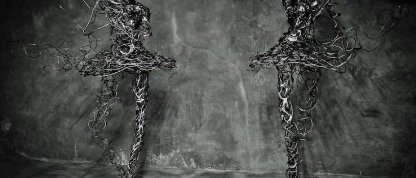 Скульптуры балерин из стальной проволоки