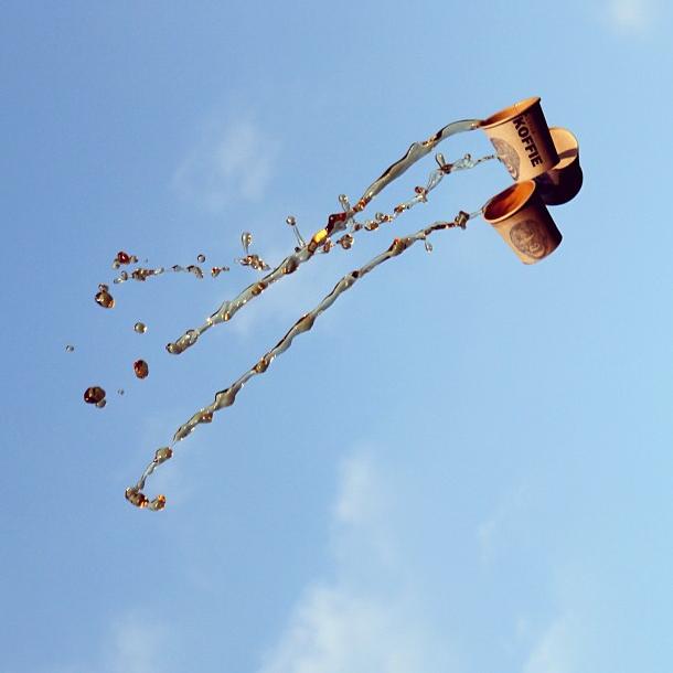 Фотограф Манон Ветли: Полет кофе в воздухе