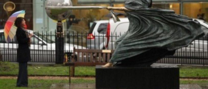 Скульптура Сила природы от Лоренцо Квинна