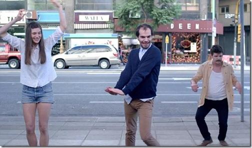 Танцующие младенцы в новой рекламе Evian