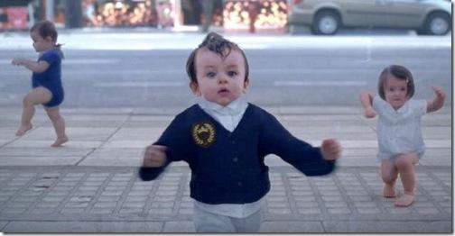 Ребенок и Я: Танцующие младенцы в новой рекламе Evian