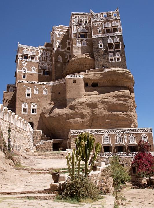Дар Аль-Хайяр - дворец на скале в Йемене