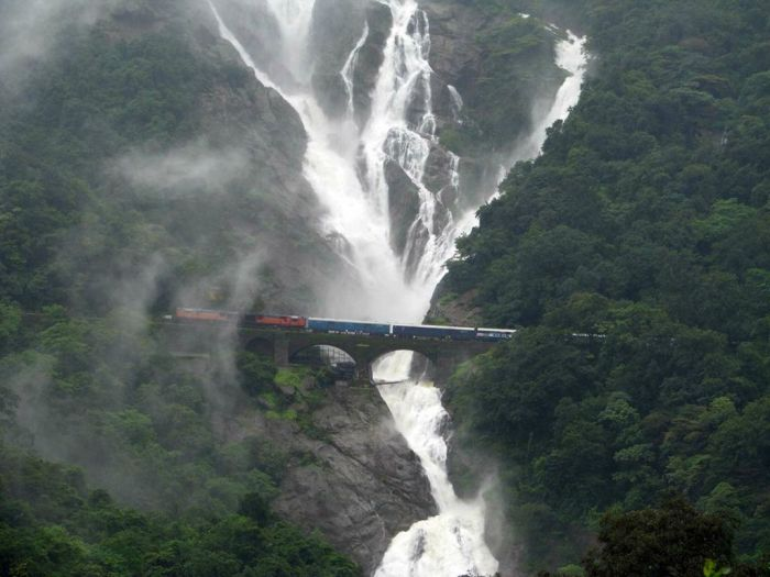 Железнодорожный мост возле водопада Дудхсагар