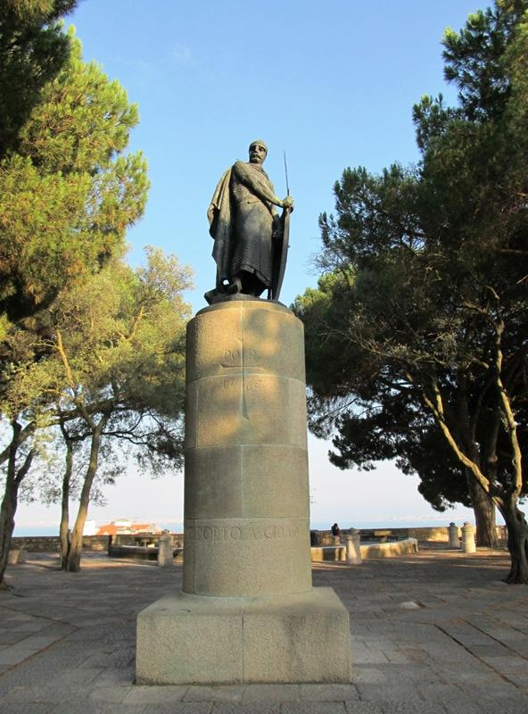 Статуя короля Альфонсу I