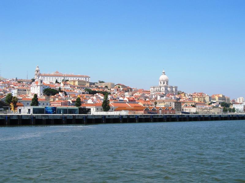 Вид на Лиссабон с реки Тежу