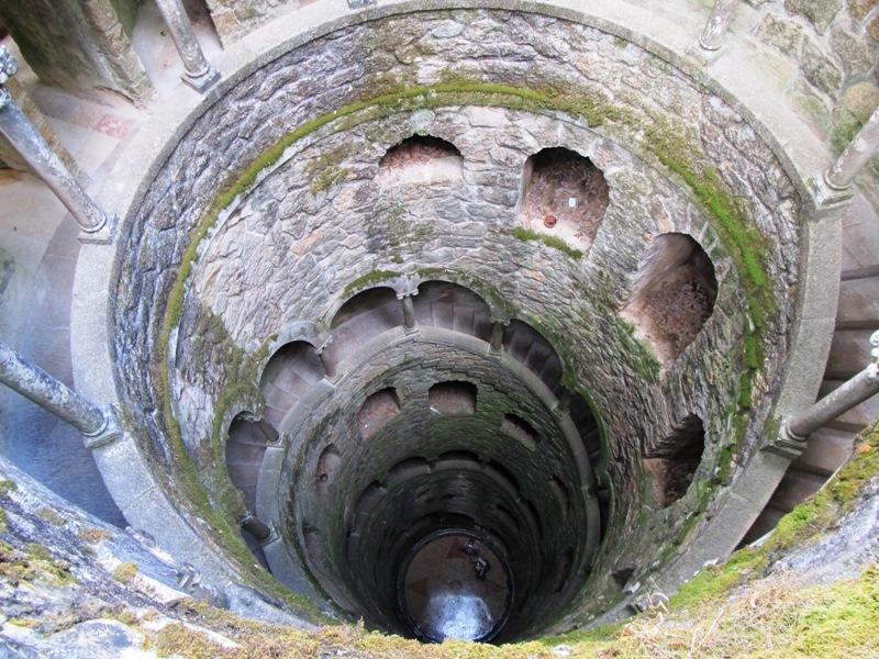 Чертов колодец в парке Кинта да Регалейра
