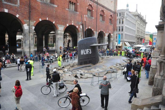 Подводная лодка в центре Милана