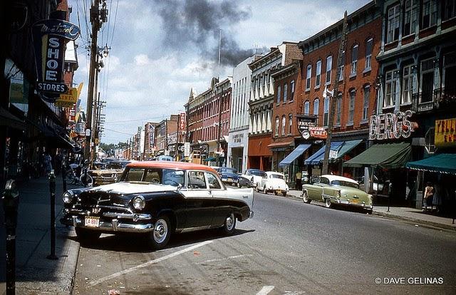 Улицы США в 1950- 60-х годов на фотографиях Dave Gelinas18