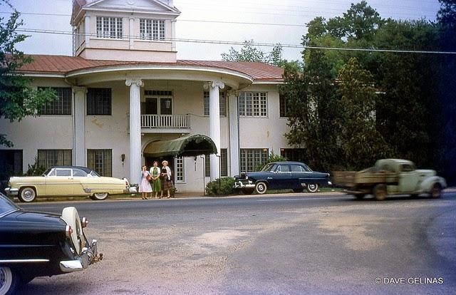 Улицы США в 1950- 60-х годов на фотографиях Dave Gelinas19
