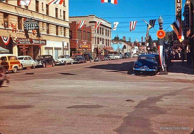 Улицы США в 1950- 60-х годов на фотографиях Dave Gelinas22