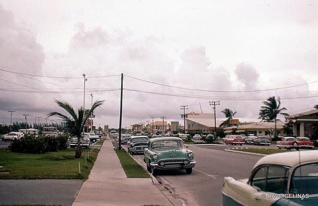 Улицы США в 1950- 60-х годов на фотографиях Dave Gelinas38