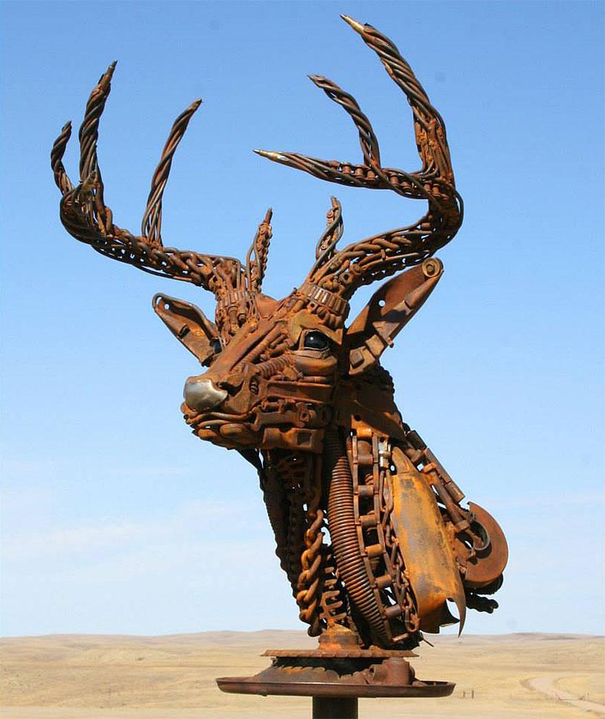 Превращение старой сельхозтехники в потрясающие скульптуры 1