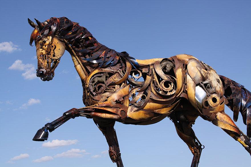 Превращение старой сельхозтехники в потрясающие скульптуры 10