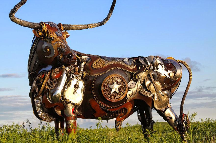 Превращение старой сельхозтехники в потрясающие скульптуры 5