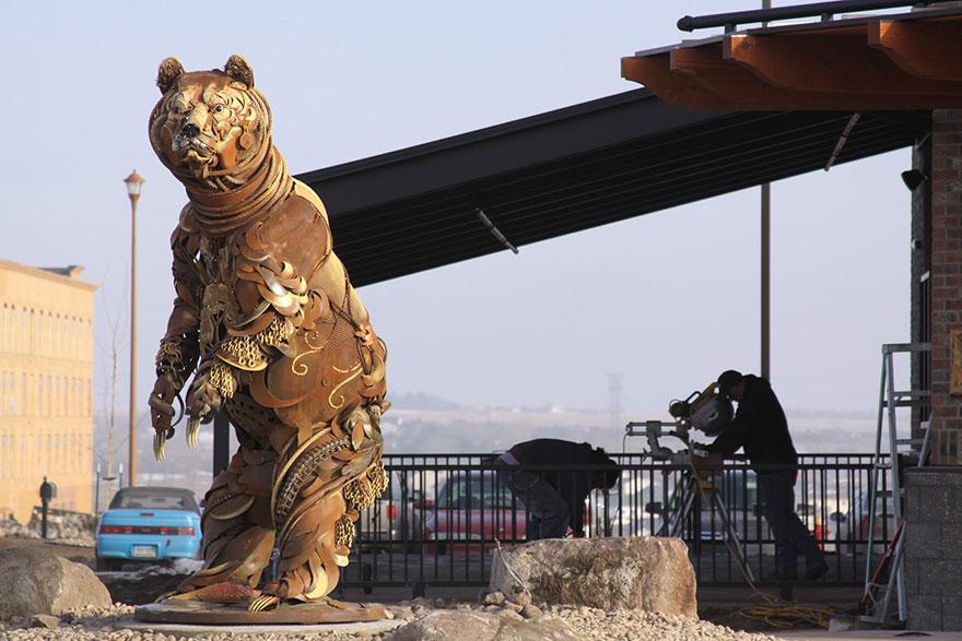 Превращение старой сельхозтехники в потрясающие скульптуры 7