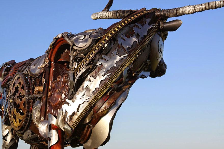 Превращение старой сельхозтехники в потрясающие скульптуры 8