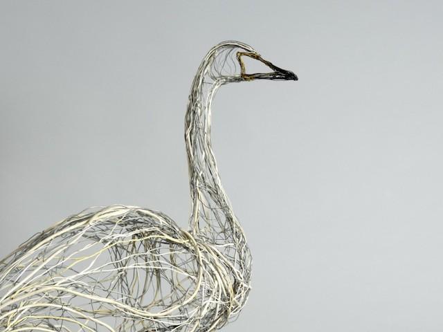 Скульптуры птиц из проводов-12