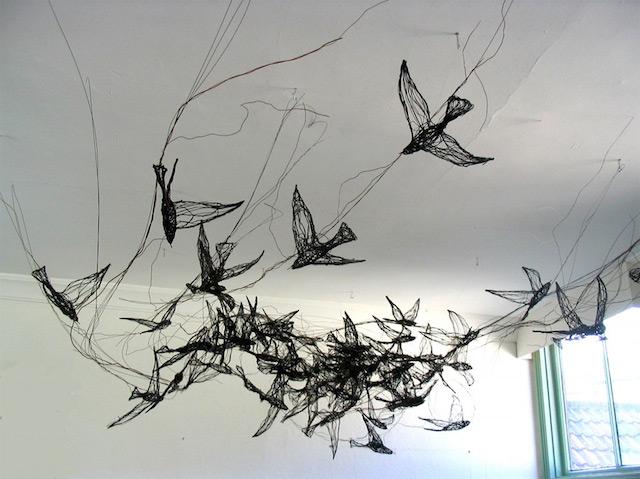 Скульптуры птиц из проводов-14
