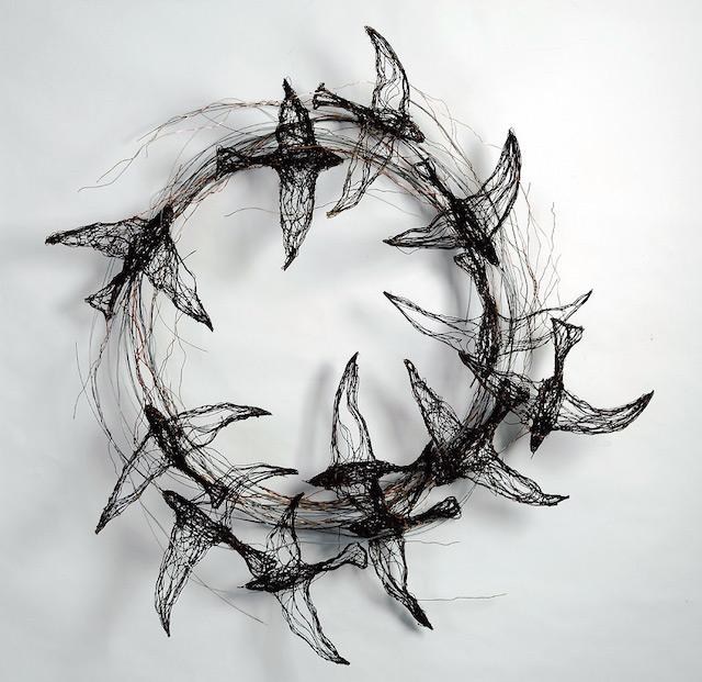 Скульптуры птиц из проводов-17