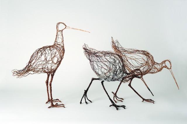 Скульптуры птиц из проводов-6