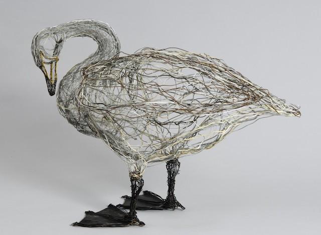 Скульптуры птиц из проводов-9