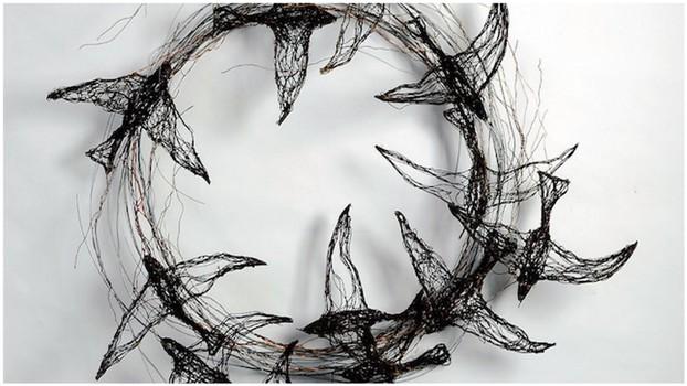 Скульптуры птиц из проводов
