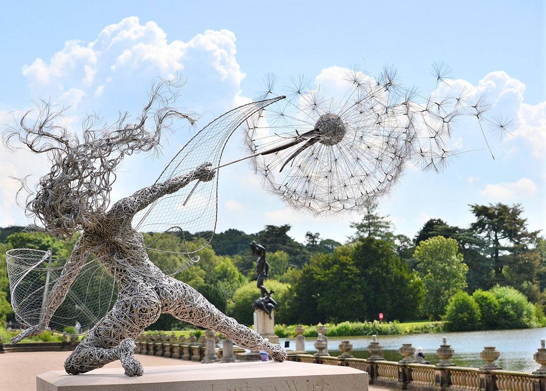 Скульптуры фей во время сильного ветра из стальной проволоки 7