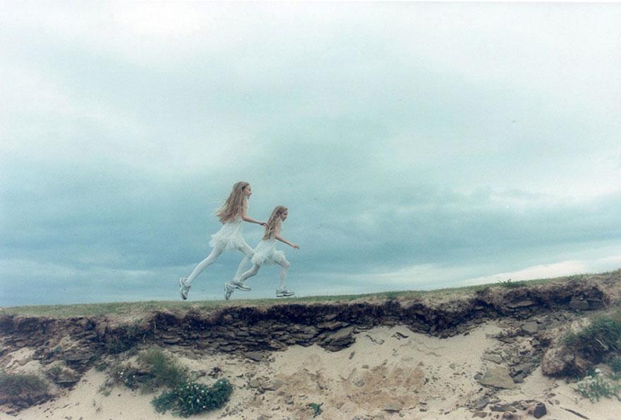 Мистические снимки ирландских близняшек Эрны и Хрефны от Арико Инаока 6