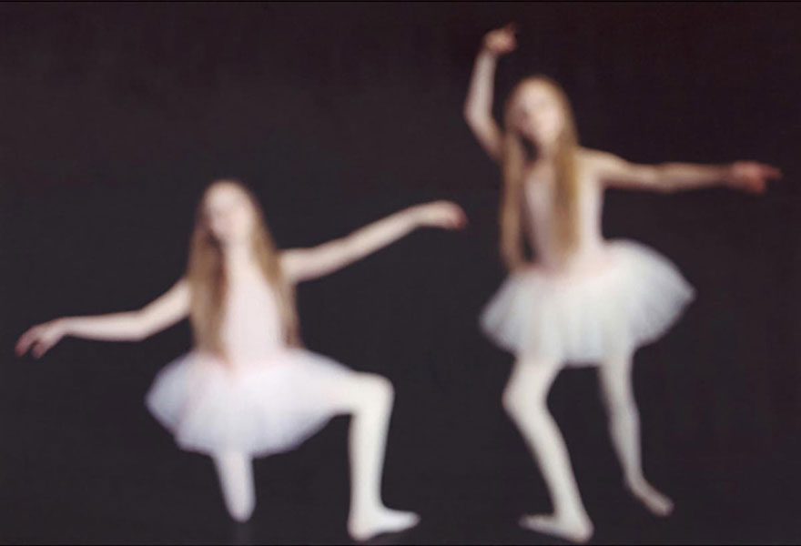 Мистические снимки ирландских близняшек Эрны и Хрефны от Арико Инаока 9