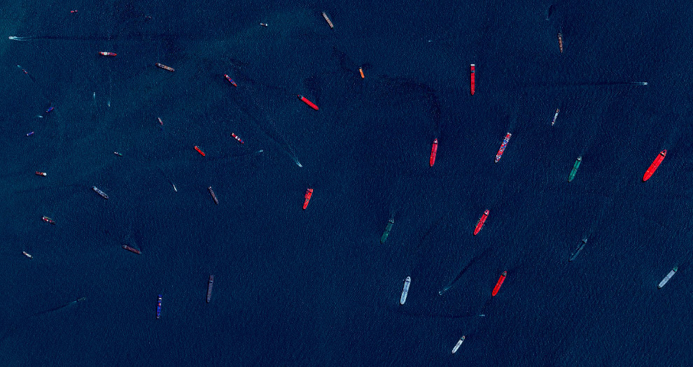 3-ogromnye-korabli-i-tankery-v-portu-si