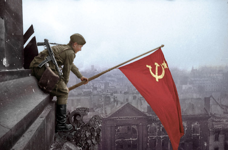 rossiyskiy-soldat-ustanavlivaet-sov