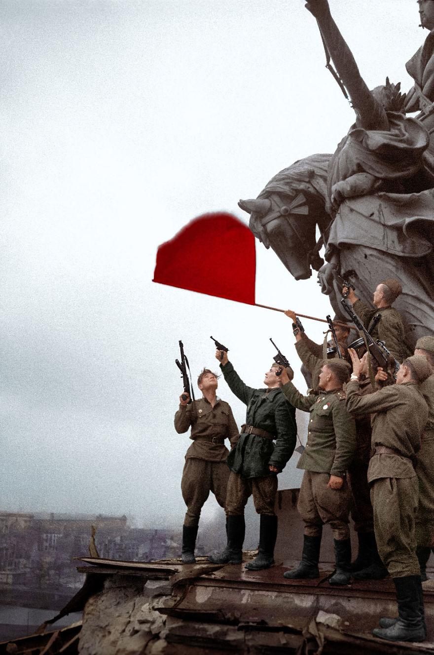 sovetskie-soldaty-v-berline-1945