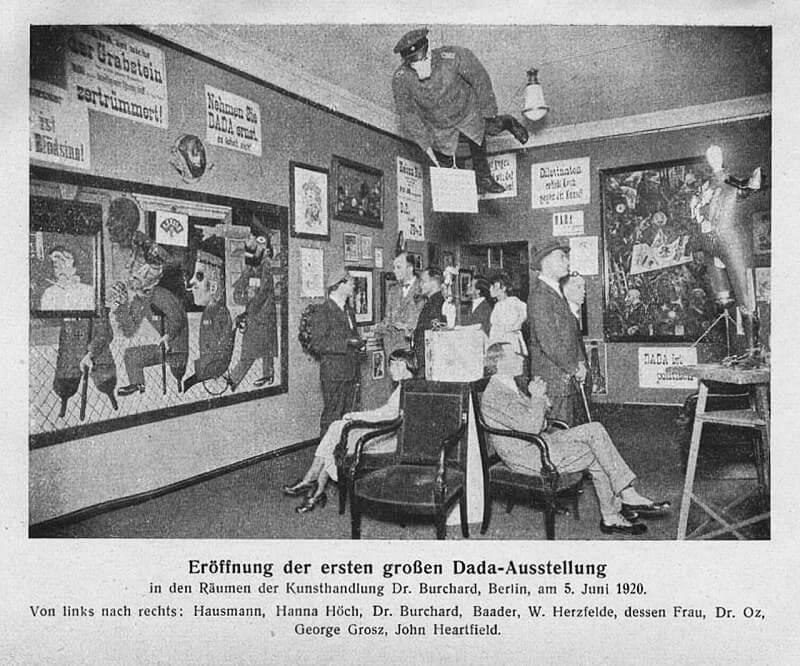 Торжественное открытие первой выставки Дада Международная ярмарка Dada, Берлин, 5 июня 1920 года.