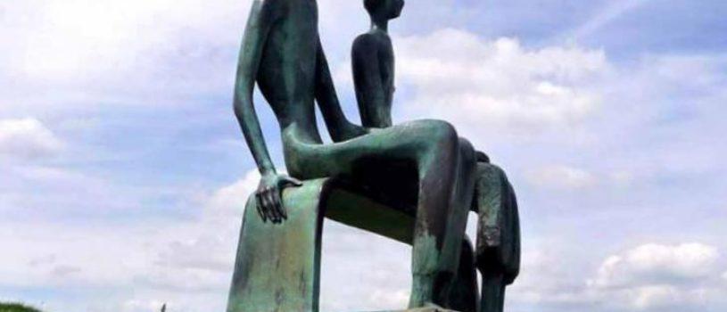 Скульптор и художник Генри Мур