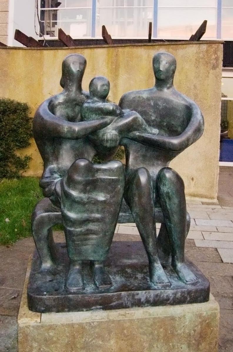 Семейные Скульптуры Генри Мур (1949)